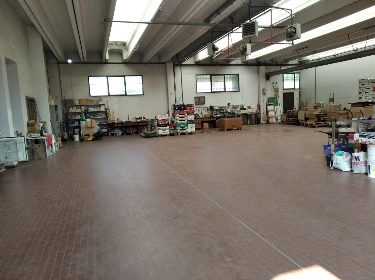 Magazzino in vendita a Bussolengo, 15 locali, prezzo € 750.000 | PortaleAgenzieImmobiliari.it
